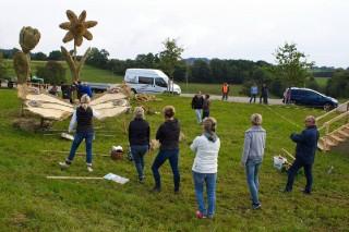 2017 Strohskulpturen Aufbau_13